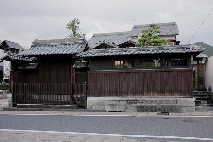 本陣に指定されていた野呂家。立派な門や、貴重な古文書などが残されている