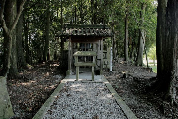 根津の宝篋淫塔