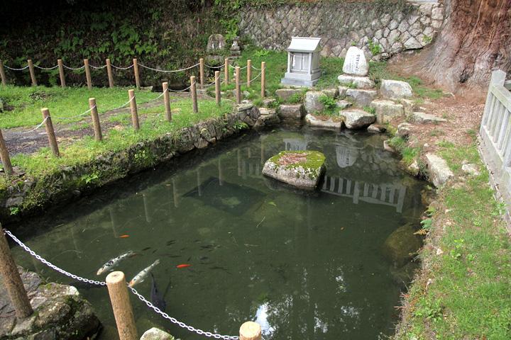 神明神社の神明元泉