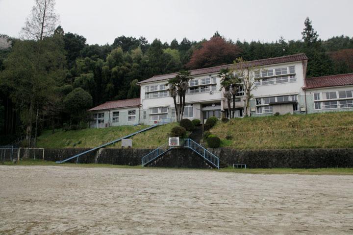 小学校になっている大湫宿本陣跡