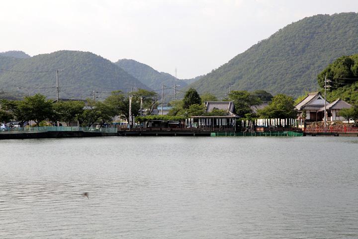 八大白龍神社とおがせ池