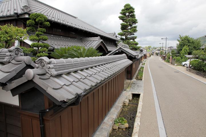 坂井家住宅(丸一屋)から鵜沼宿西入口を見る