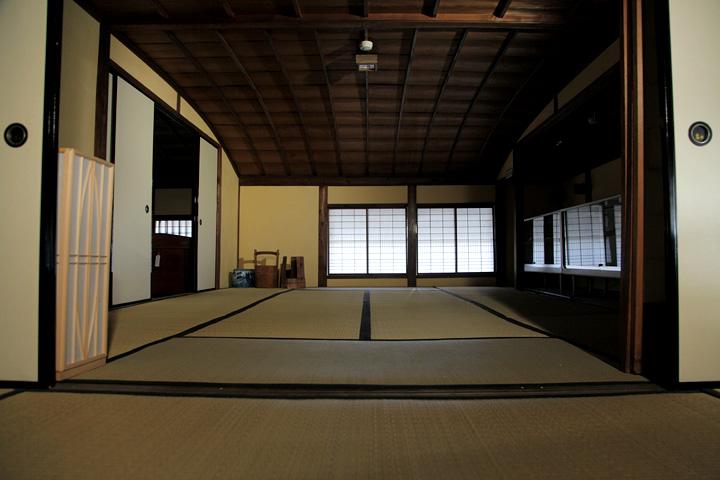 二階「つし」(天井の低い屋根裏部屋)