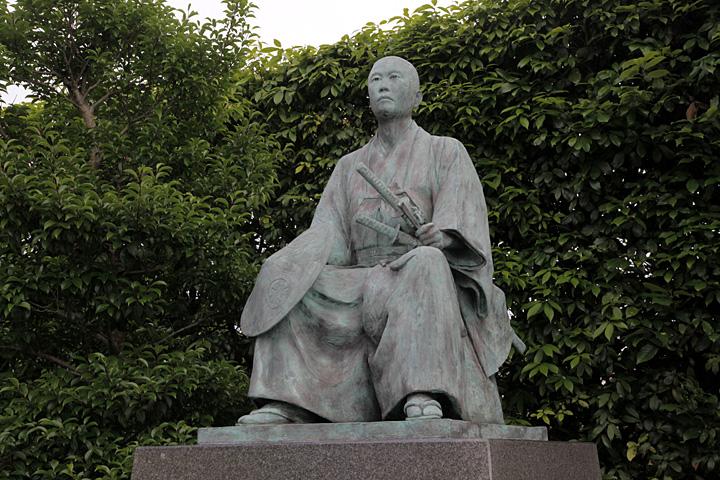 本陣跡公園の所郁太郎像