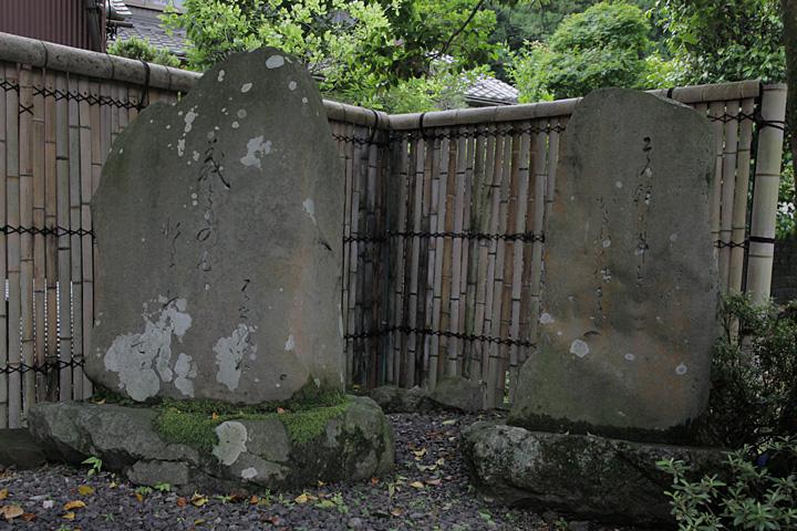 芭蕉句碑と化月坊
