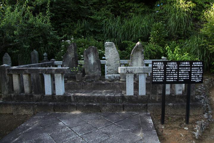 初代~四代の墓所