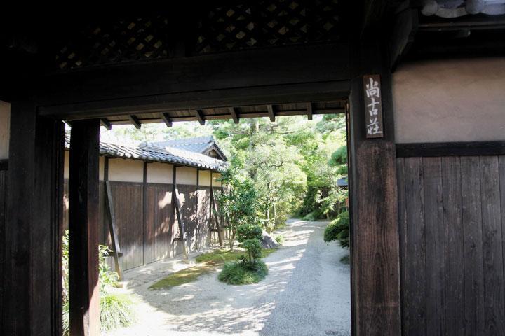 西尾藩御用達深谷家屋敷跡門