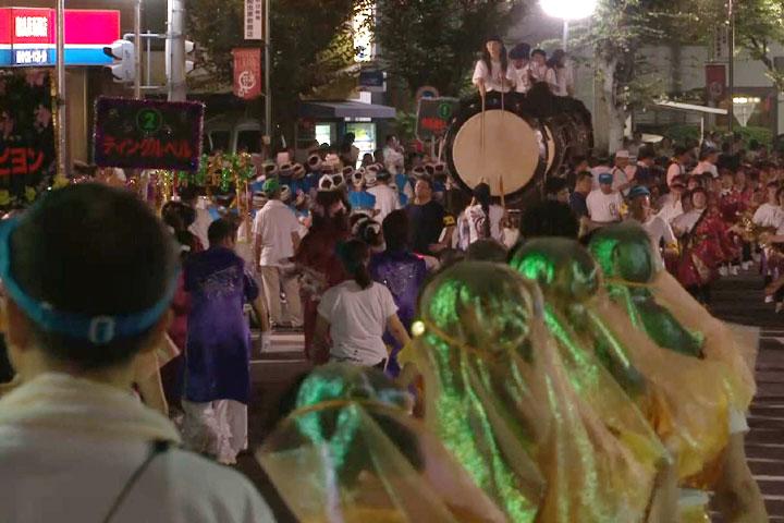 大きな太鼓も祭を盛り上げる