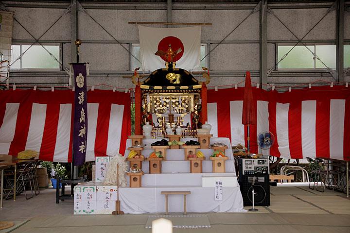 「神輿渡御」を終え、御旅所に安置された神輿
