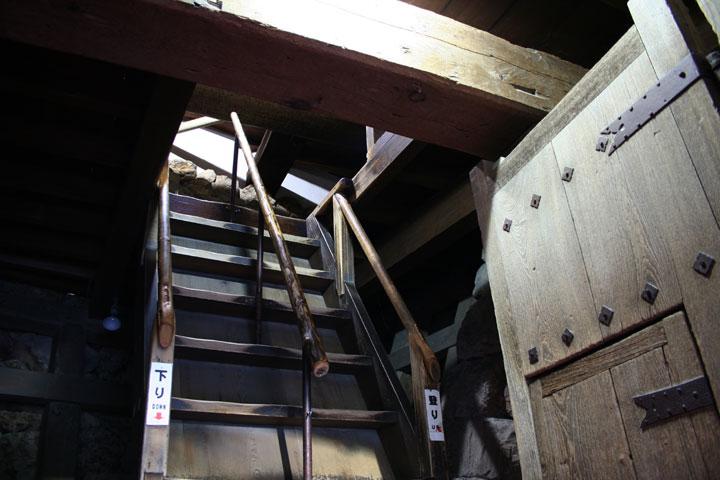地下2階入口階段