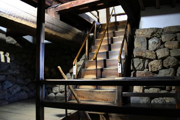 地下1階階段