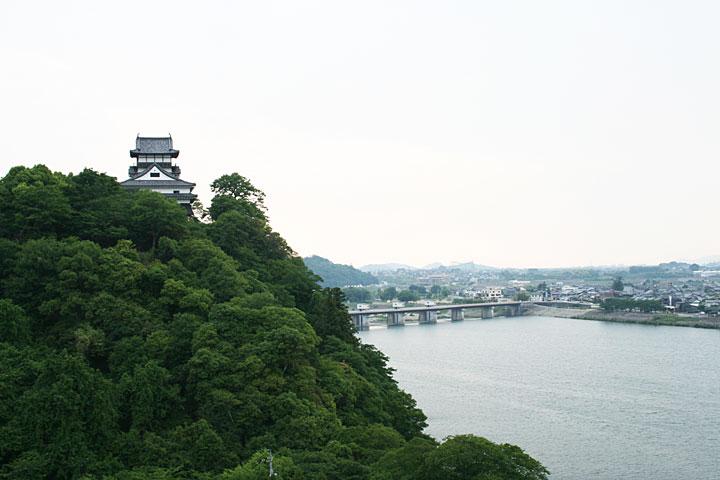 南東から見た犬山城