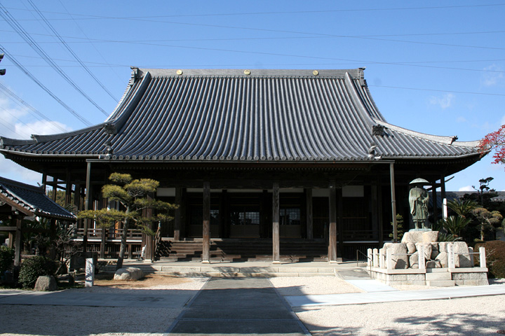 真光寺 -境内には桑名藩主松平定重が万治3年に 寄進した大手火鉢がある