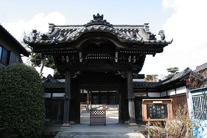 清雲寺-境内に数々の石仏がある