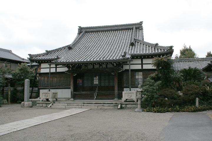 両聖寺-お盆には市の無形文化財の「つんつく踊り」が 披露される