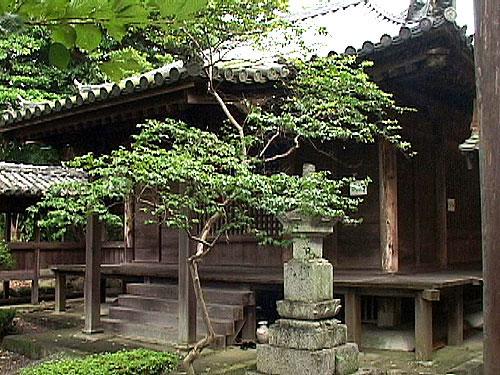 愛染堂(地蔵院)文永四年(1267)の建立。室町鎌倉の建築様式としては三重県 下最古
