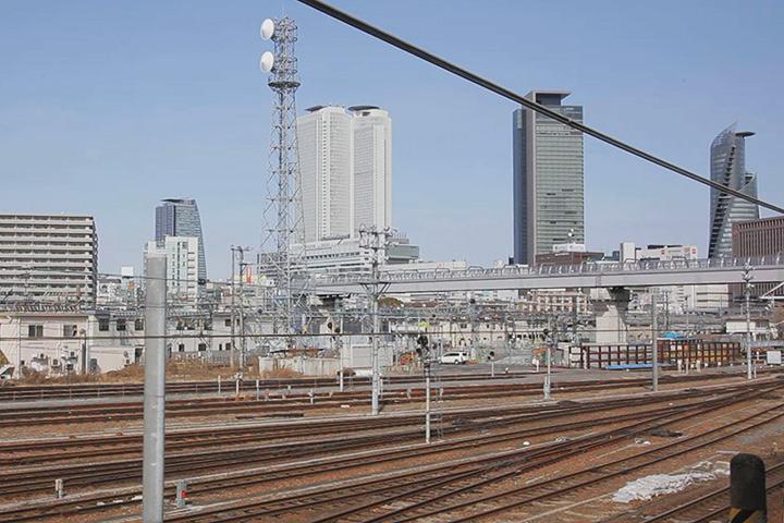 右側車窓からみた名古屋駅