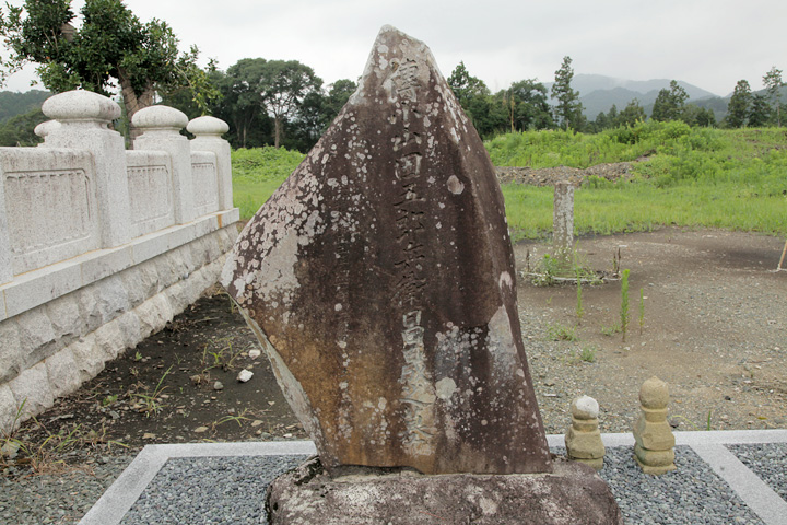 小山田五郎兵衛昌晟の墓