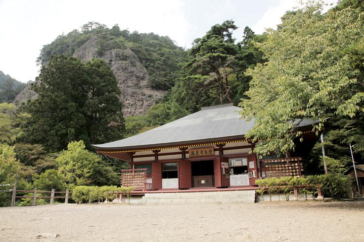 鳳来寺山本堂