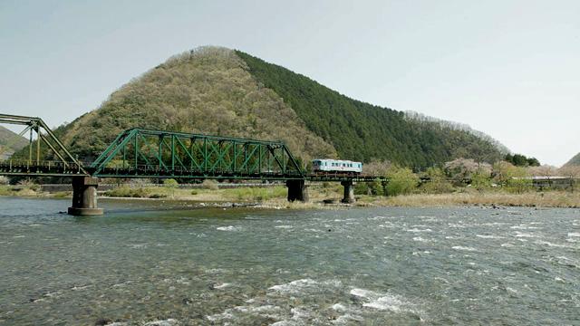 根尾川を渡る樽見鉄道車両