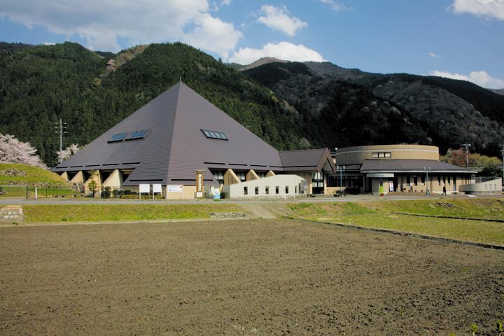 地震断層観察館