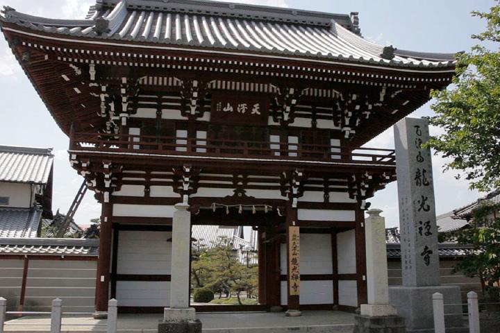 龍光寺山門
