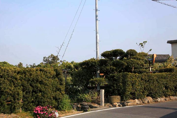 小津一里塚跡と碑