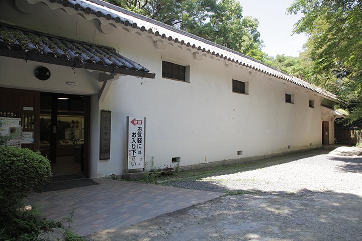 忍者伝承館外観 米蔵の一部で忍術についての資料などを展示