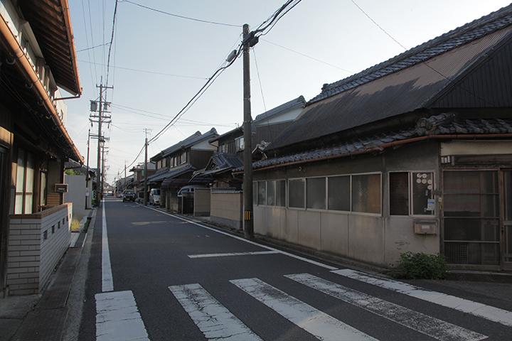 佐那具町を通る大和街道