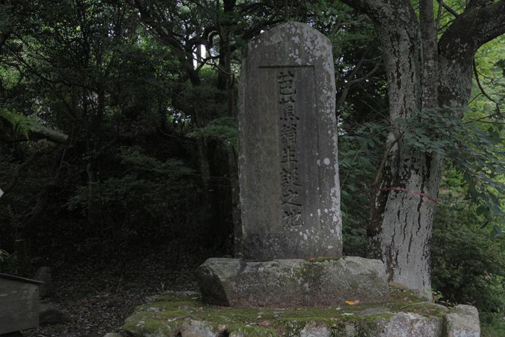 芭蕉の生誕地として伝えられる柘植に建てられた生誕碑
