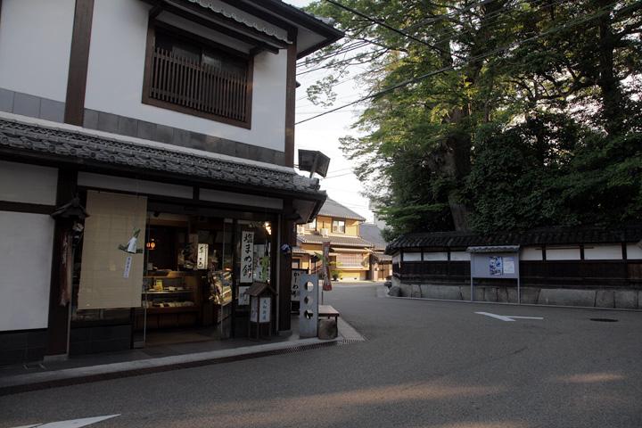 菅原神社裏手の鍵の手