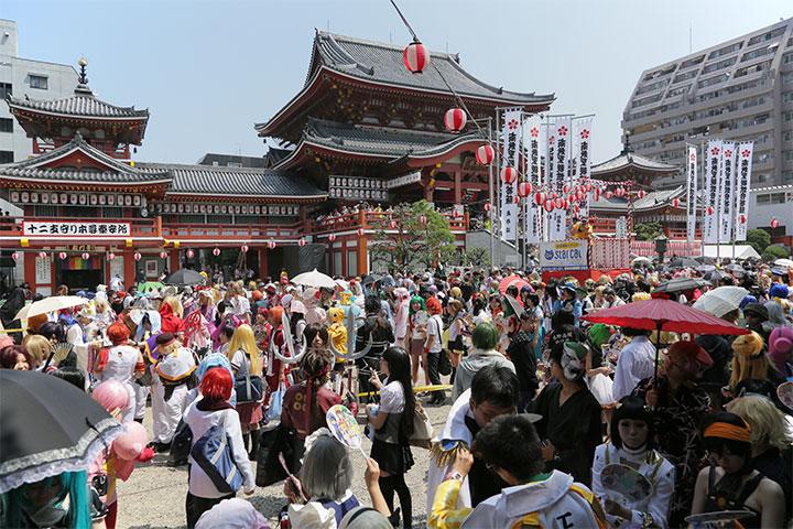 大須観音境内に集まったたくさんのコスプレイヤー達