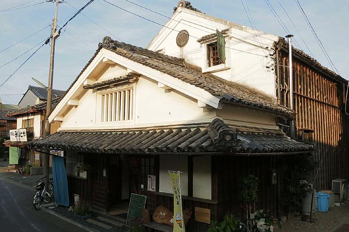 河崎蔵 明治中期の建築 土蔵を利用した喫茶店として再生活用