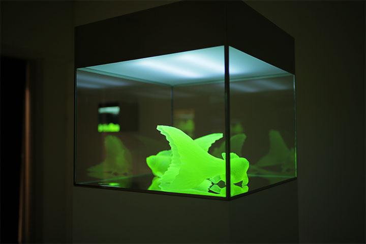 現代美術展 企画コンペ 松藤孝一《ウランガラス》伏見地下街