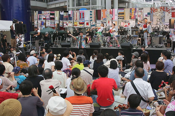 大友良英さんの指揮による即興演奏を行ったオーケストラAICHI!