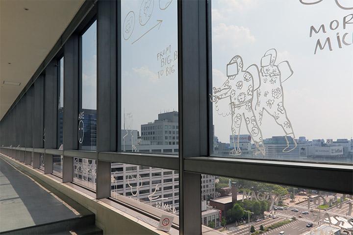 ダン・ペルジョヴスキ《ザ・トップ・ドローイング》愛知芸術文化センター11階展望回廊