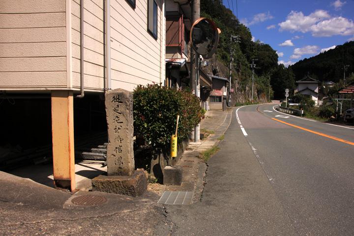 別所街道と三輪の石柱道標