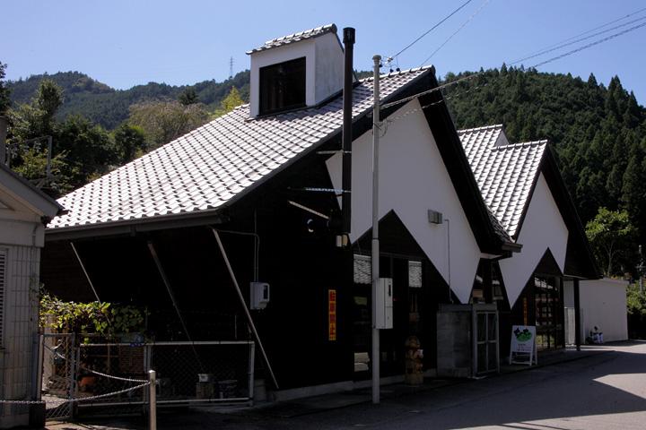 花祭りの鬼をモチーフにしたJR飯田線 東栄駅