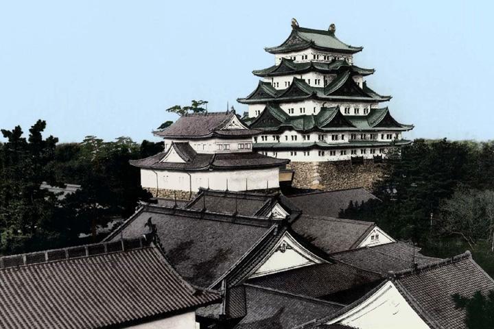 焼失前の名古屋城と本丸御殿(デジタル着色)