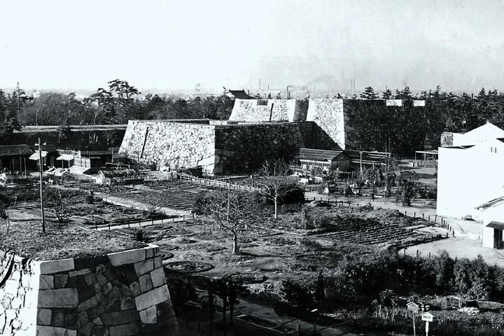 焼失した名古屋城天守と台座