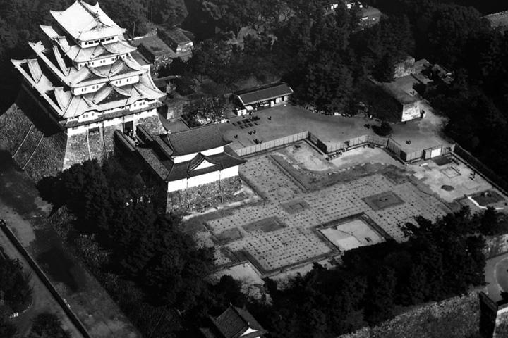 再建前の本丸御殿礎石