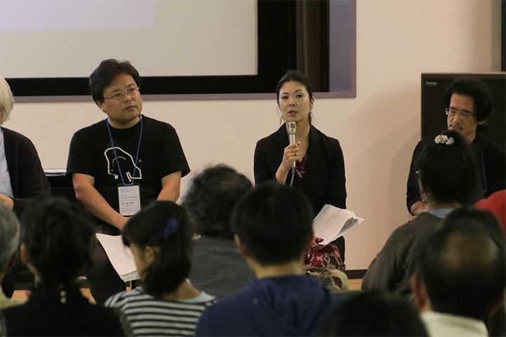写真左から五十嵐太郎芸術監督、国際美術展キュレーターの飯田志保子さん、アーキテクトの武藤隆さん