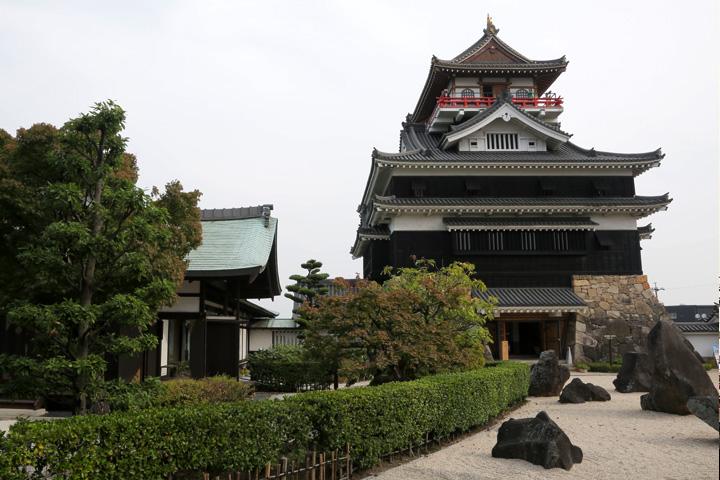清洲城天守と芸能文化館