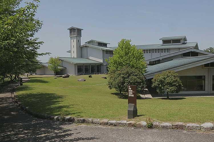 愛知県陶磁美術館本館
